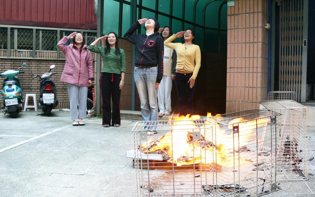 Faire brûler la maison de tes rêves, une tradition à Taïwan pour honorer ses morts