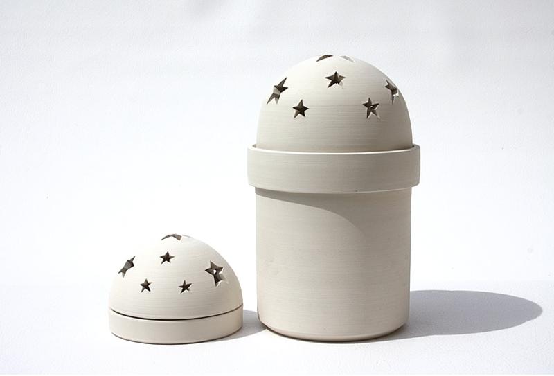 urne funeraire enfant en terre blanche photophore avec etoiles