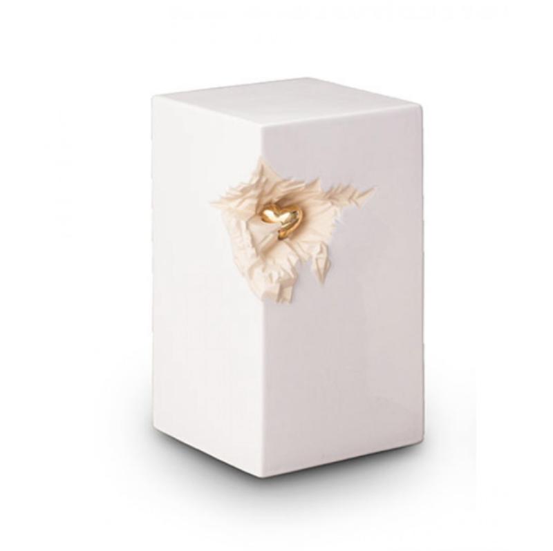 urne funeraire enfant blanche en ceramique avec coeur dore
