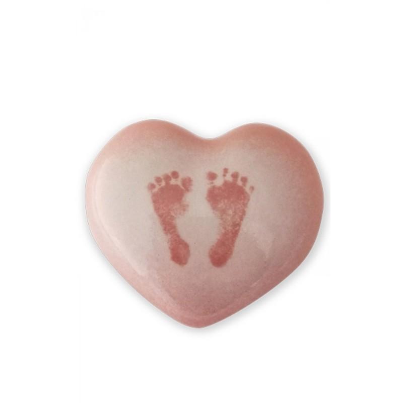 urne funeraire enfant ceramique en coeur rose avec empreintes de pieds pour enfant