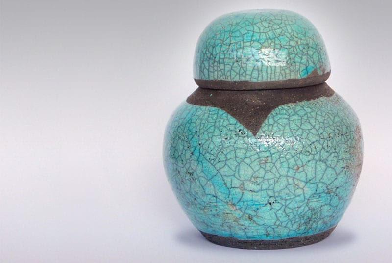 urne funeraire en ceramique emaillee turquoise