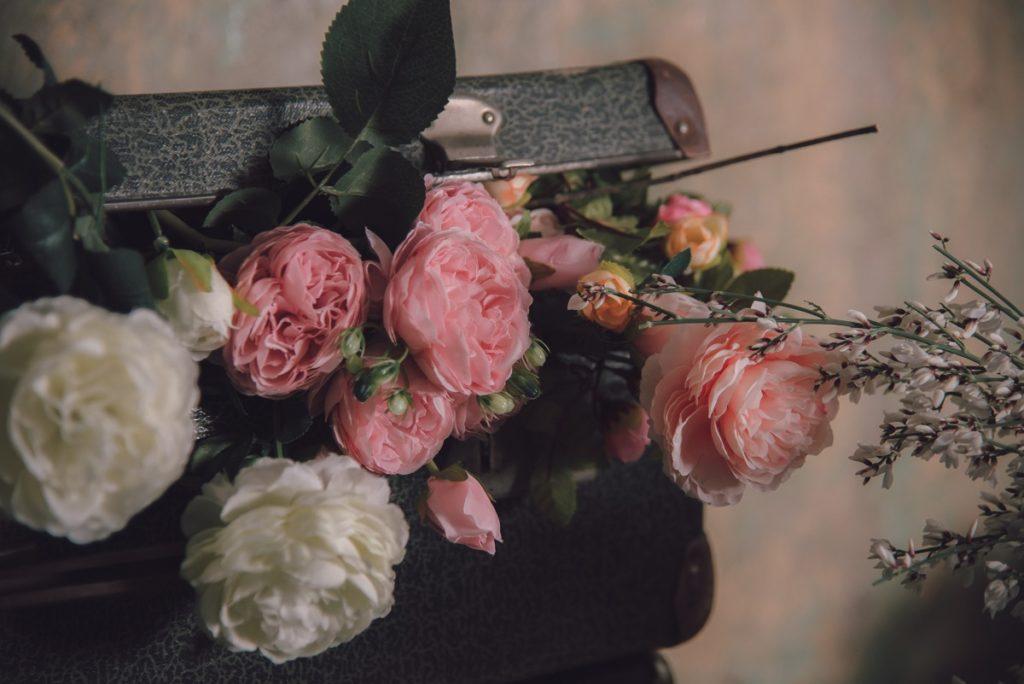 fleurs-roses-valise