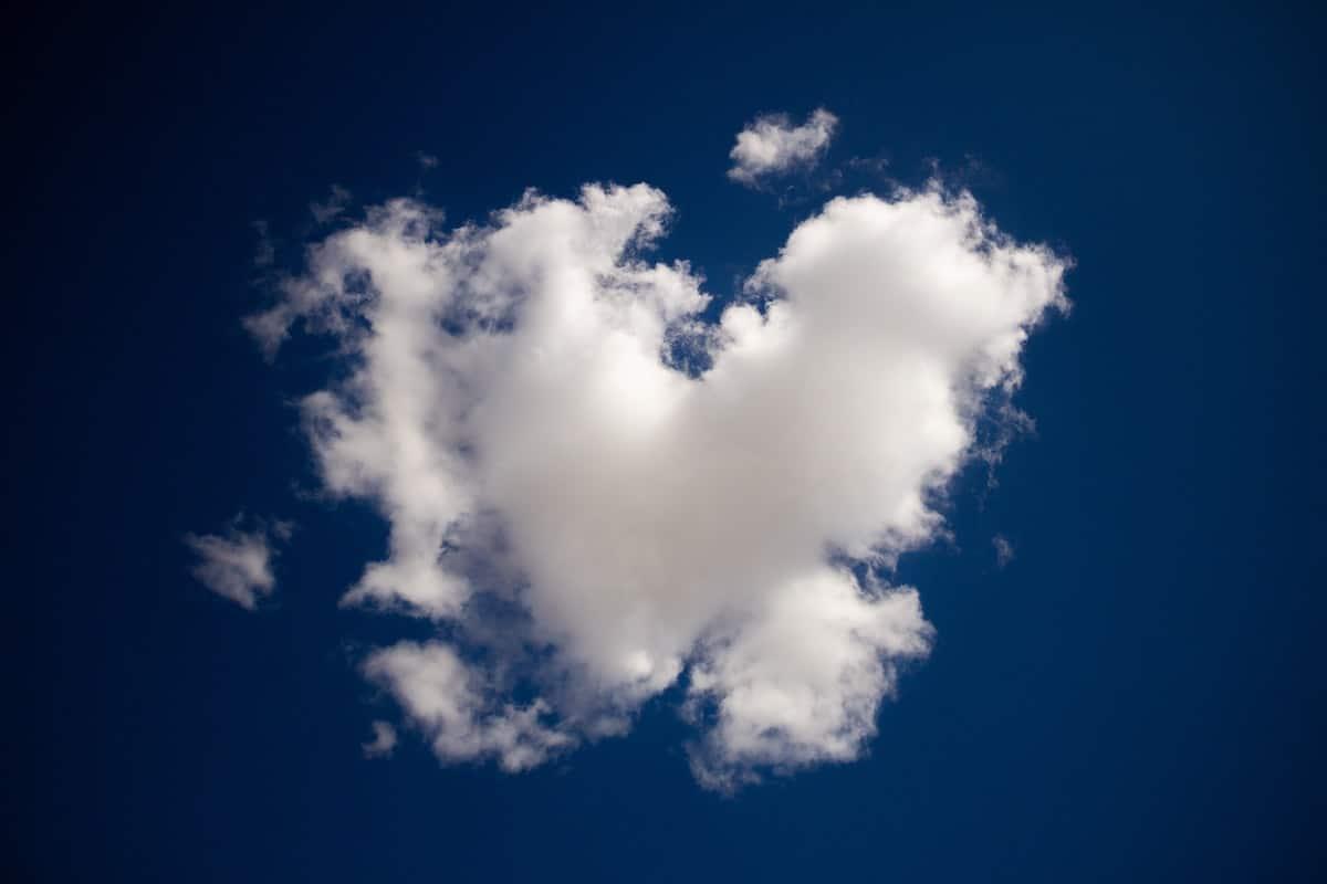 communiquer-avec-les-morts-nuage-cœur