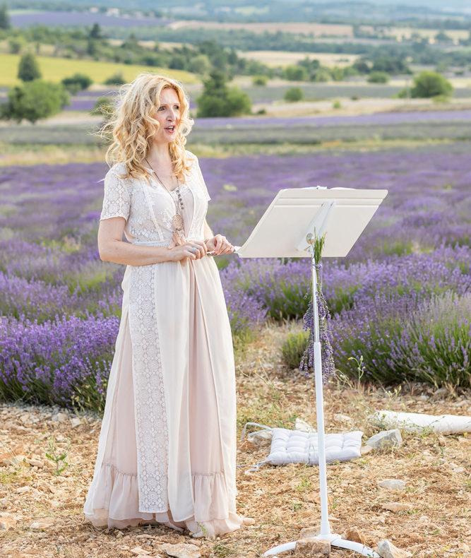 Ariane Douguet ceremoniante laique