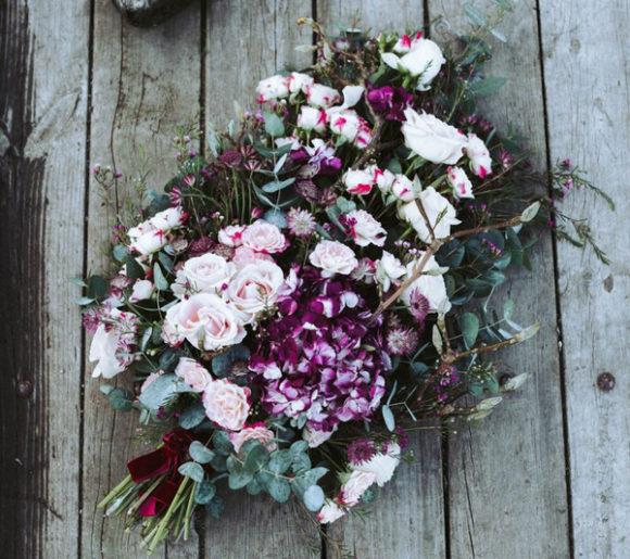 Des compositions florales écologiques pour enterrements.