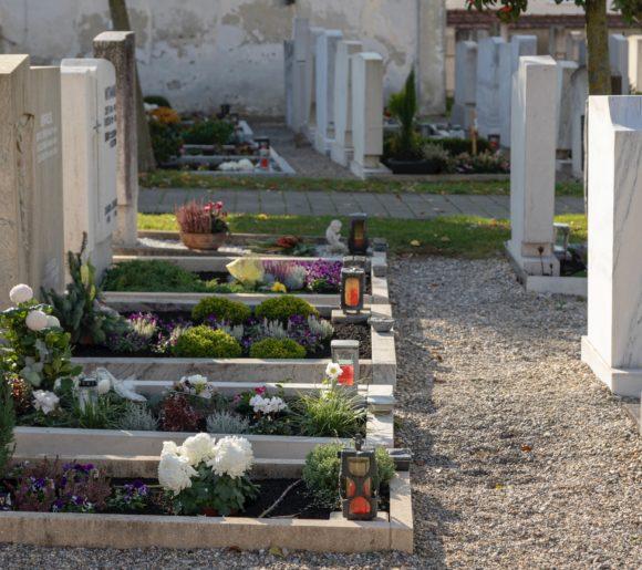tombes fleuries cimetière